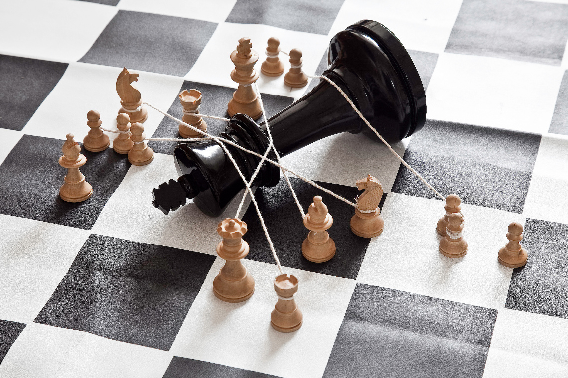 how to get someone in checkmate